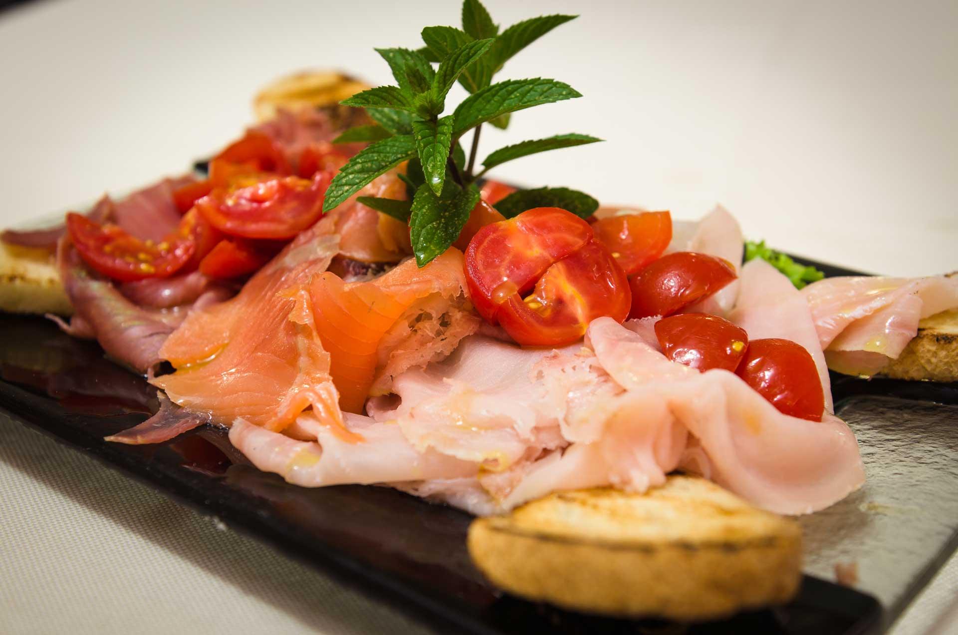 Ristorante pizzeria ferrara cucina tipica perbacco carne for Piatti ristorante